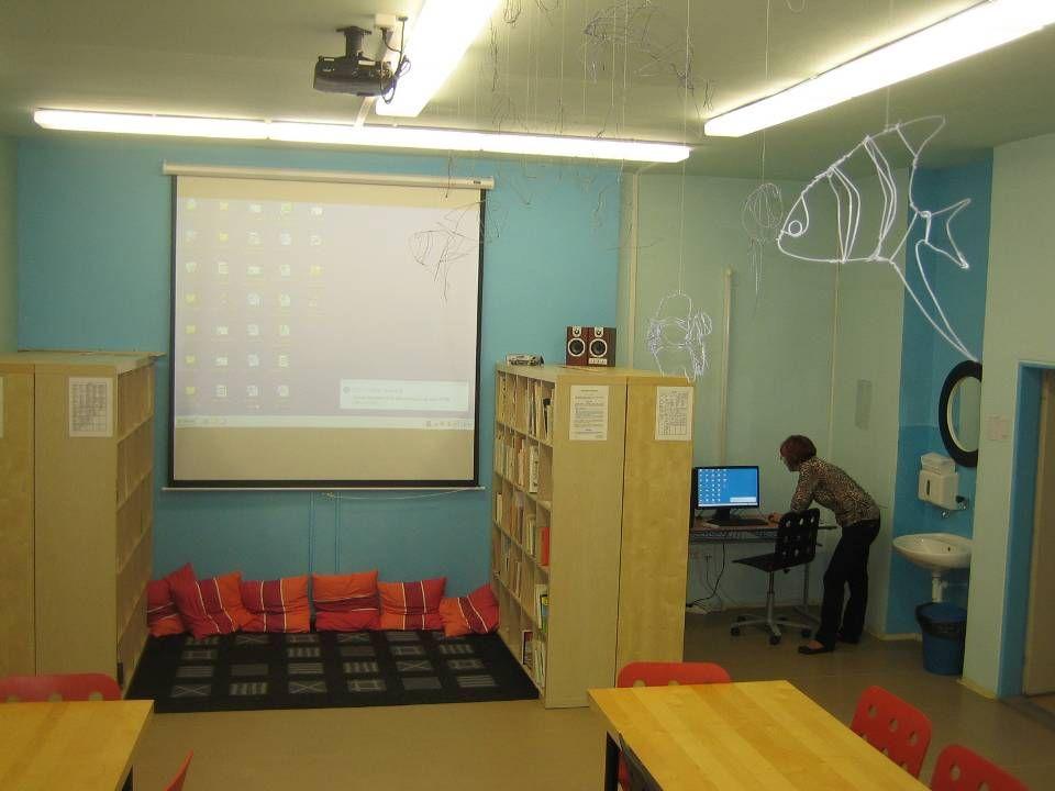 1x dataprojektor s ozvučením 1x učitelská PC stanice Software pro výuku Zatemnění oken Jazyková učebna 1.