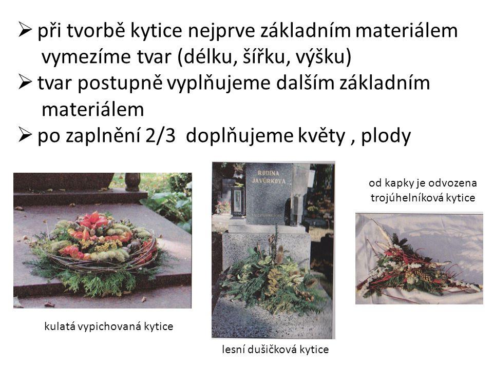 Vypichovaná aranžmá do nádoby  jako nádoby se používají květináče, misky, košíky, truhlíky  aranžmá vypichovaná do mechu, vlhkého písku, těžších zemin, aranžovací hmoty dušičkový koš