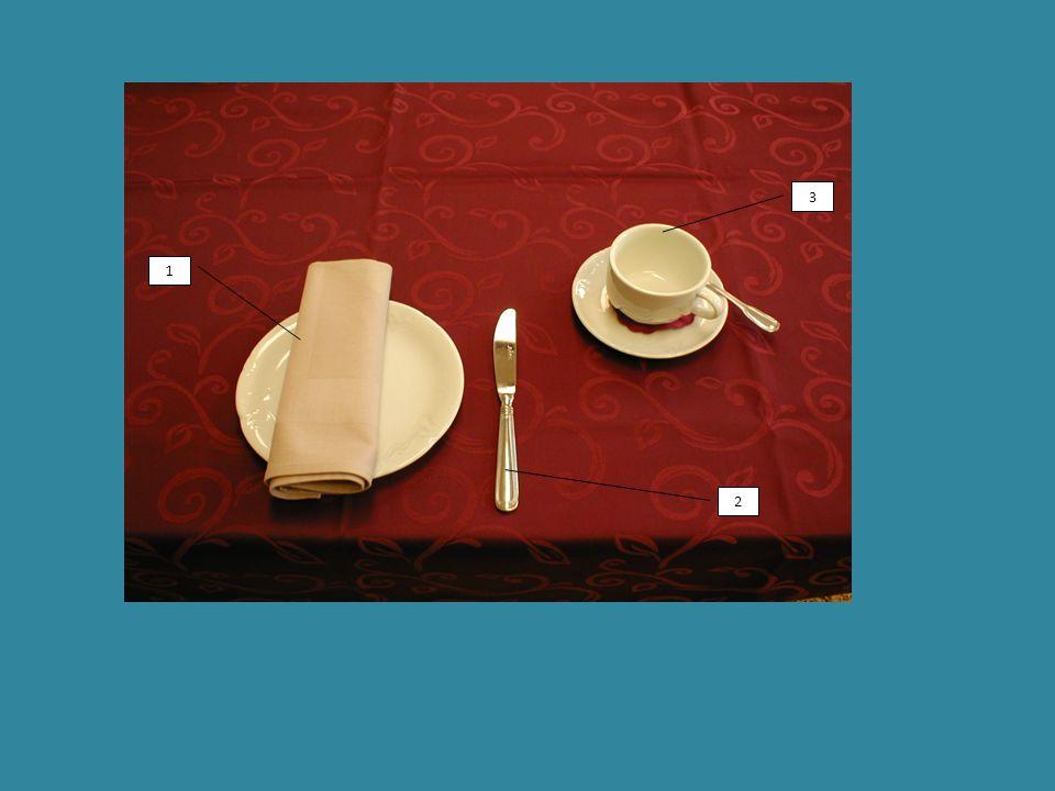 6 4 9 3 2 1 7 8 5 3 4 6 9 1)dezertní talíř, ubrousek, dezertní nůž 2)šálek s podšálkem 3)konvička na kávu 4)konvička na mléko 5)cukr 6)marmeláda 7)máslo 8)pečivo 9)sůl, pepř, párátka c) Úplná snídaně (snídaně v hotel nebo penziónu) – das vollständige Frühstück – déjeuner complet – regular breakfast – prima colazione Skládá se z jedné porce: -nápoje, cukru, pečiva, másla, marmelády – džemu nebo medu.