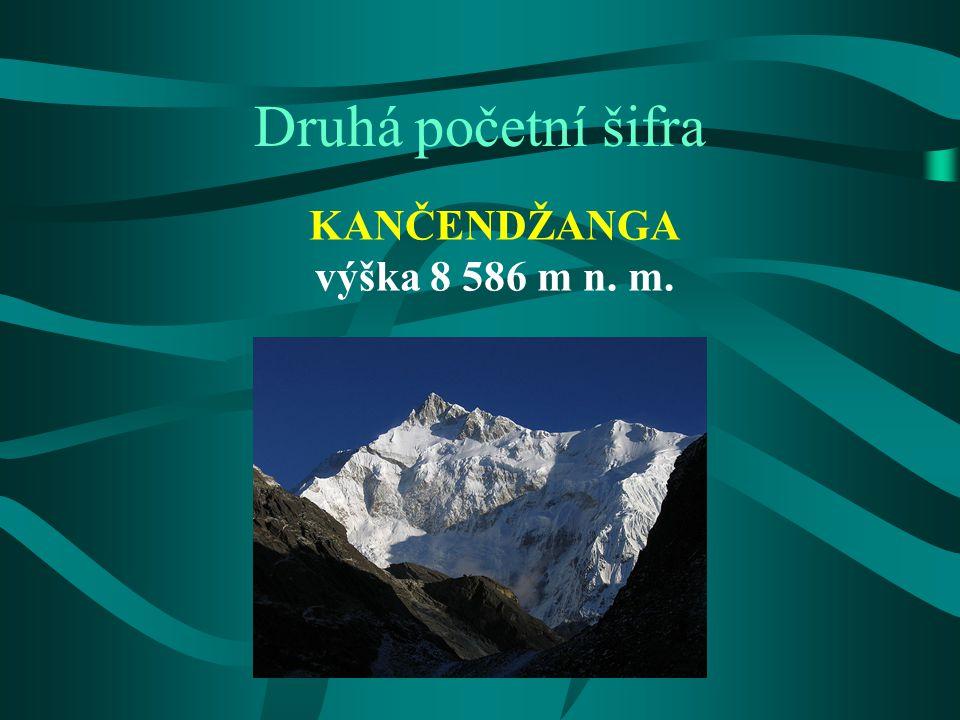 """Kančendžanga třetí nejvyšší hora světa druhá nejvyšší hora Nepálu nejvyšší hora Indie její jméno přeložené z tibetštiny jako """"Pět pokladnic velkého sněhu odkazuje na pět vrcholů masivu (čtyři z nich přesahují 8450 m) dlouho se předpokládalo, že je nejvyšší horou světa, ale britské výpočty provedené v roce 1849 ji posunuly na třetí místo za Mount Everest a K2 (Čhokori) prvovýstup George Band a Joe Brown (VB) 25."""