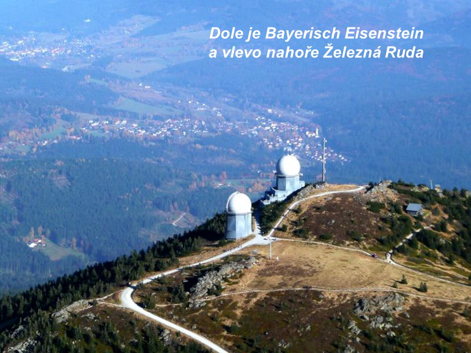 Dole je Bayerisch Eisenstein a vlevo nahoře Železná Ruda