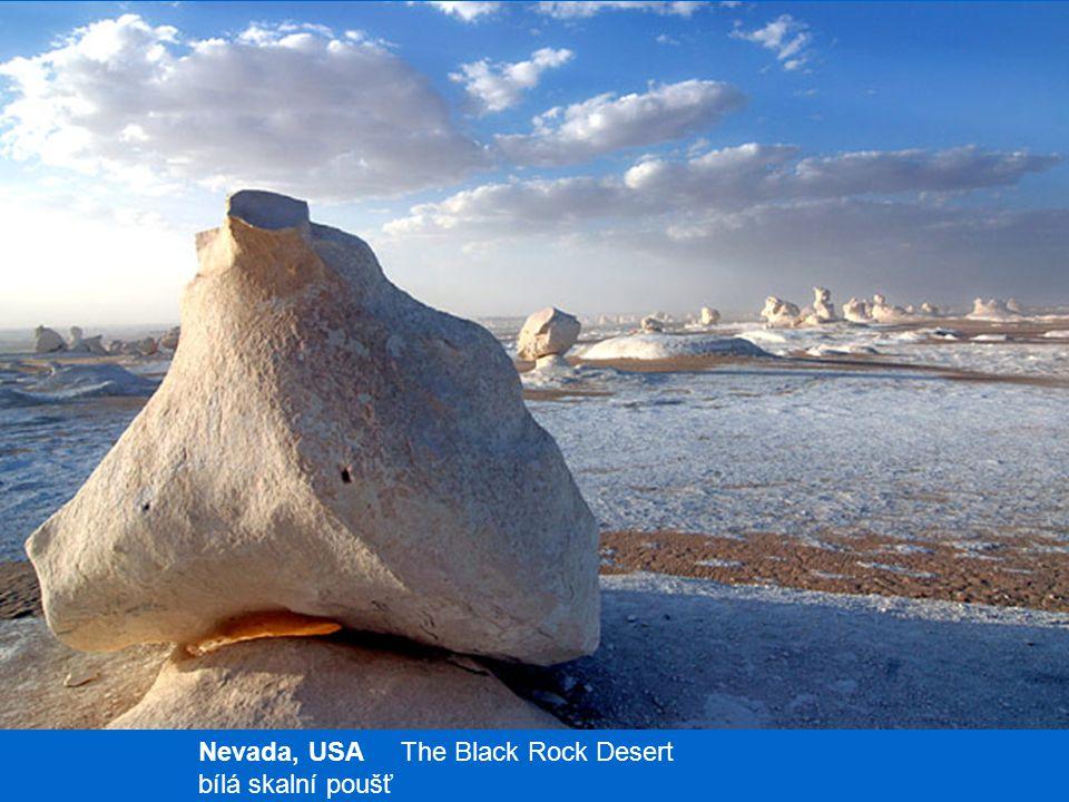 Nevada, USA The Black Rock Desert bílá skalní poušť