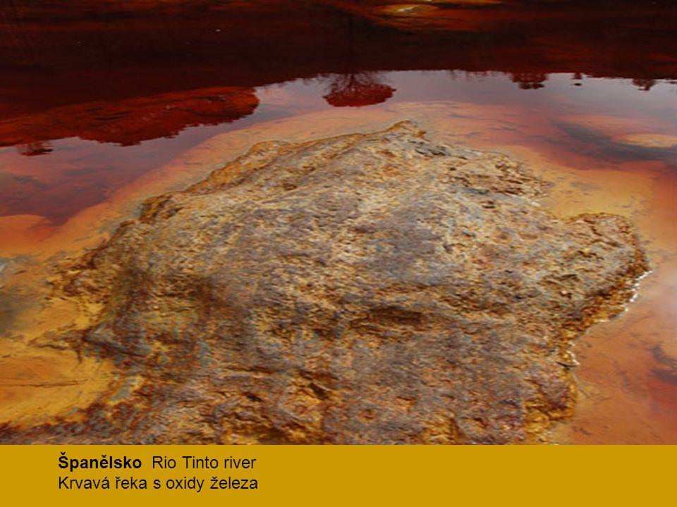 Španělsko Rio Tinto river Krvavá řeka s oxidy železa