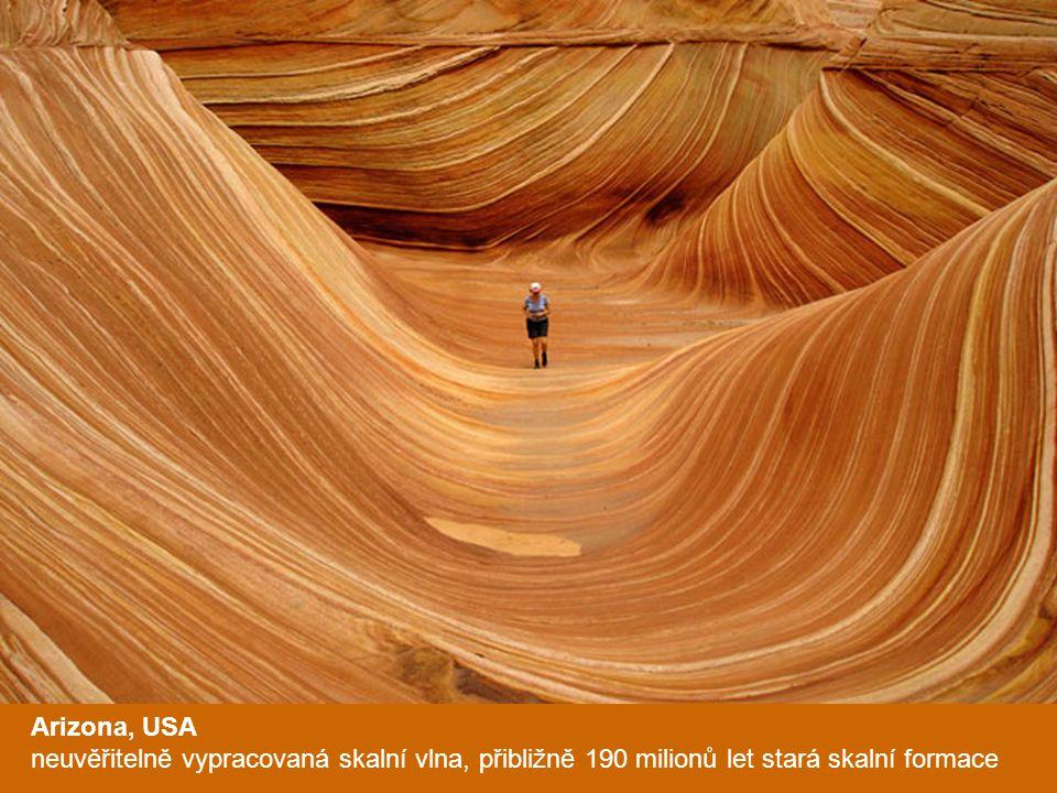 Arizona, USA neuvěřitelně vypracovaná skalní vlna, přibližně 190 milionů let stará skalní formace