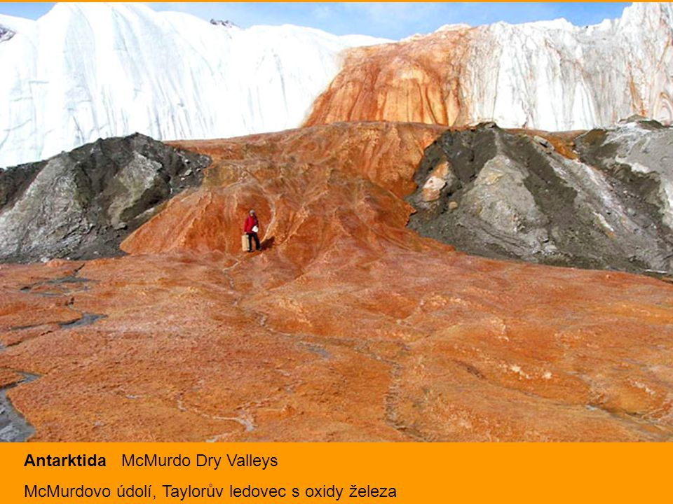 Antarktida McMurdo Dry Valleys McMurdovo údolí, Taylorův ledovec s oxidy železa