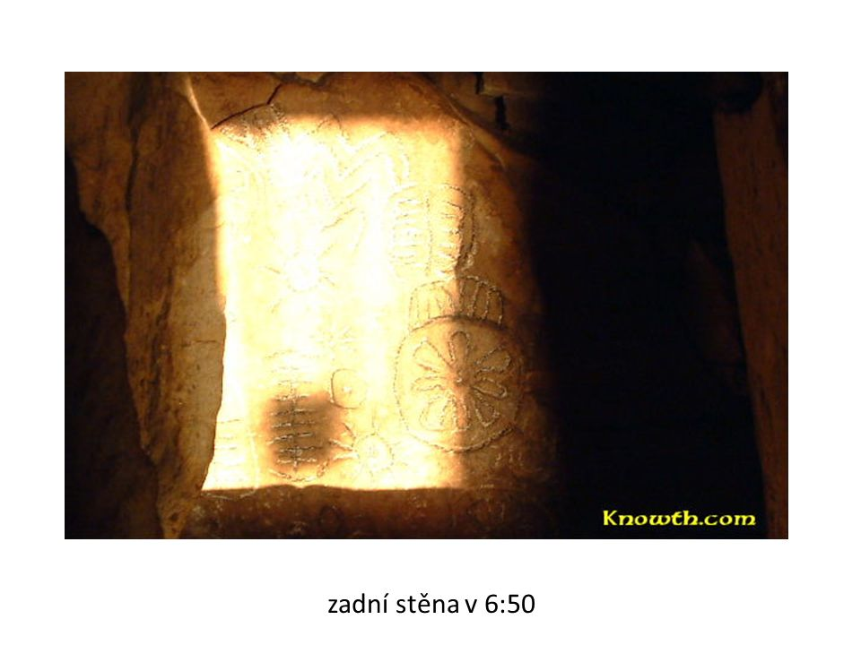 zadní stěna v 6:53 (kulminace svitu)