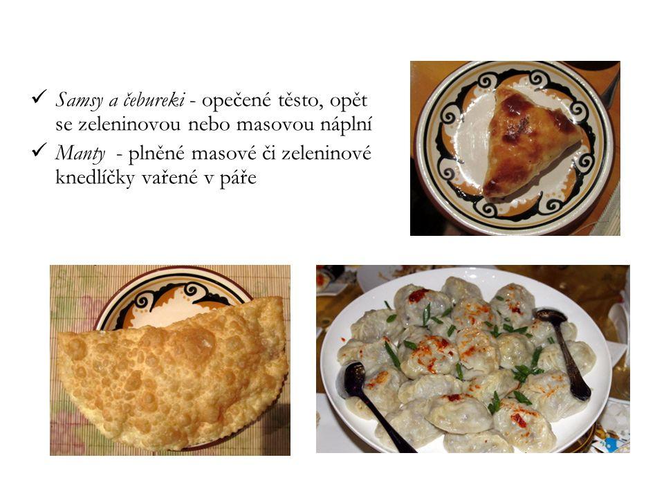 Samsy a čebureki - opečené těsto, opět se zeleninovou nebo masovou náplní