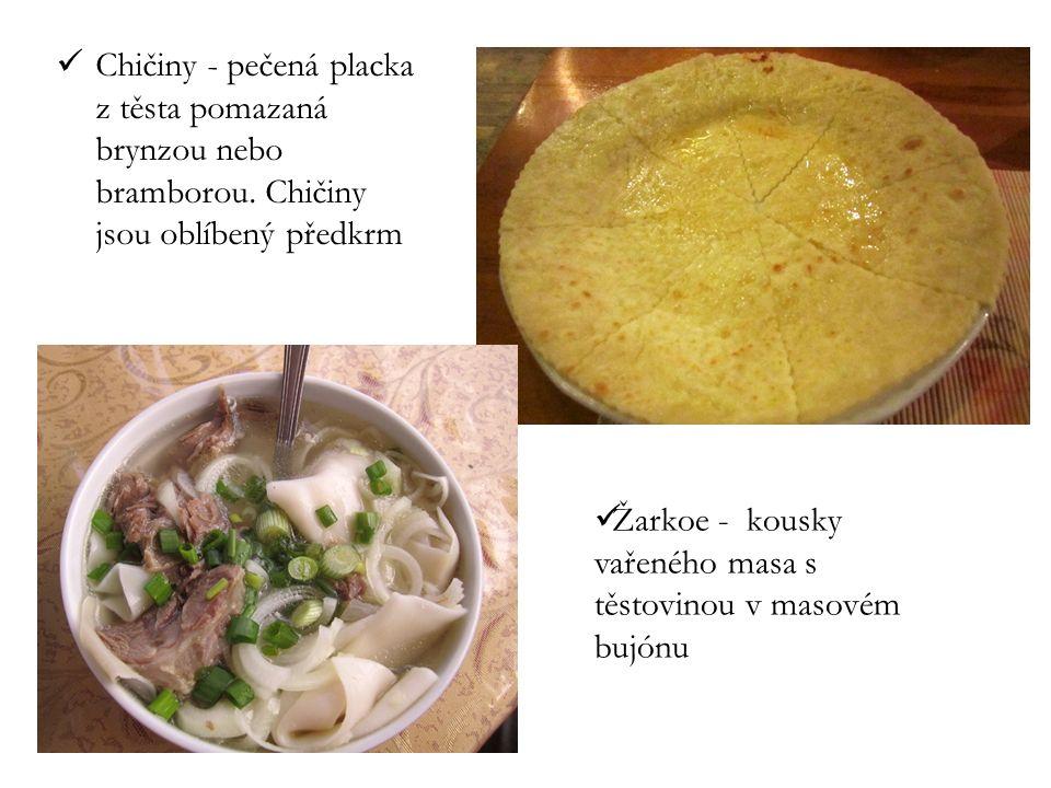Chičiny - pečená placka z těsta pomazaná brynzou nebo bramborou