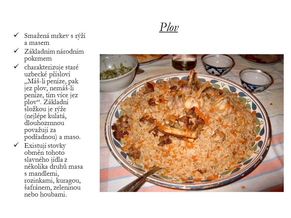 Plov Smažená mrkev s rýží a masem Základním národním pokrmem