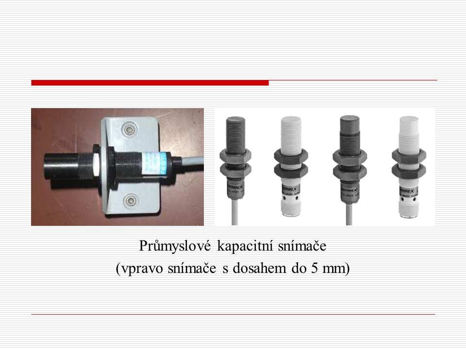 Průmyslové kapacitní snímače (vpravo snímače s dosahem do 5 mm)