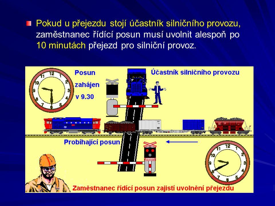 Pokud u přejezdu stojí účastník silničního provozu, zaměstnanec řídící posun musí uvolnit alespoň po 10 minutách přejezd pro silniční provoz.