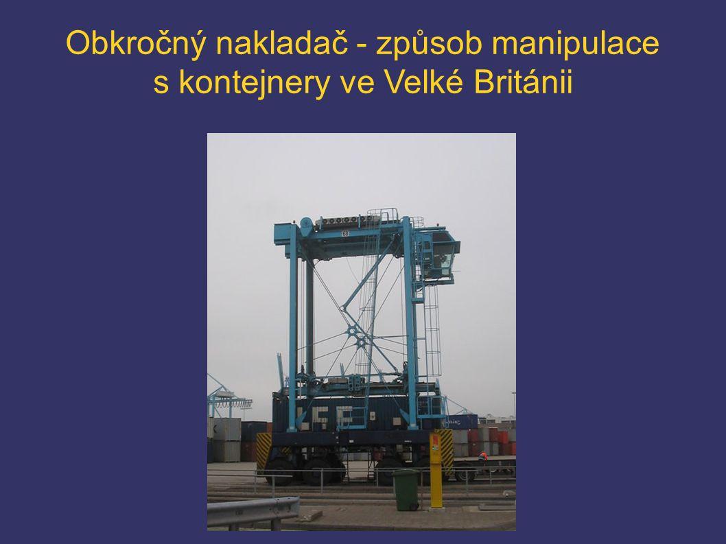 Obkročný nakladač - způsob manipulace s kontejnery ve Velké Británii
