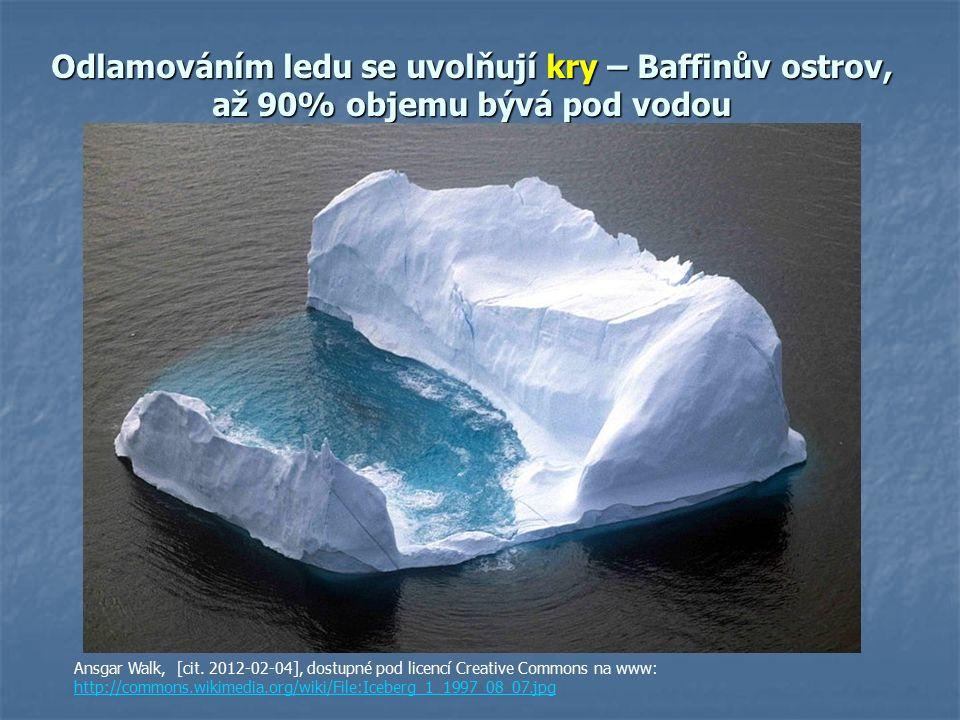 Odlamováním ledu se uvolňují kry – Baffinův ostrov, až 90% objemu bývá pod vodou