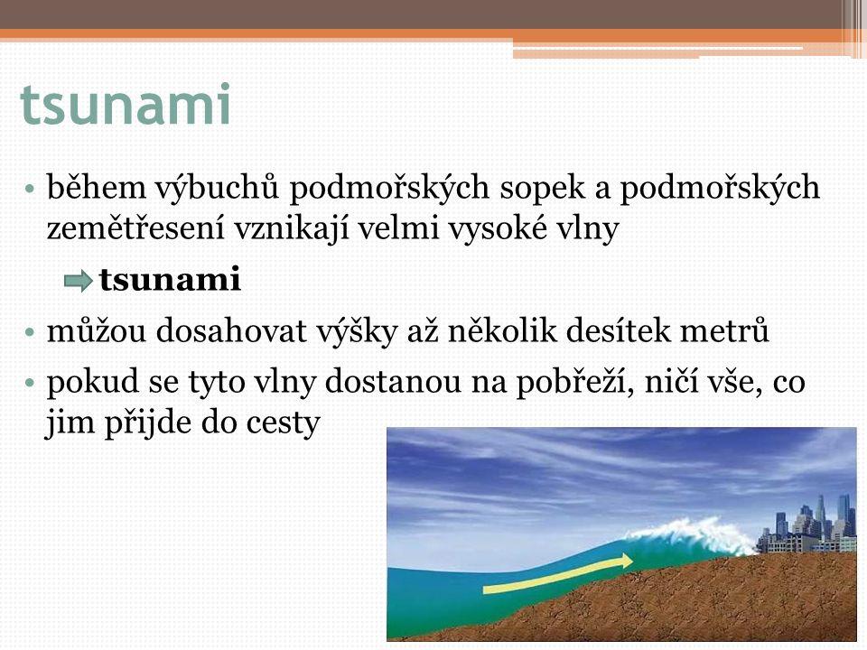 tsunami během výbuchů podmořských sopek a podmořských zemětřesení vznikají velmi vysoké vlny. tsunami.