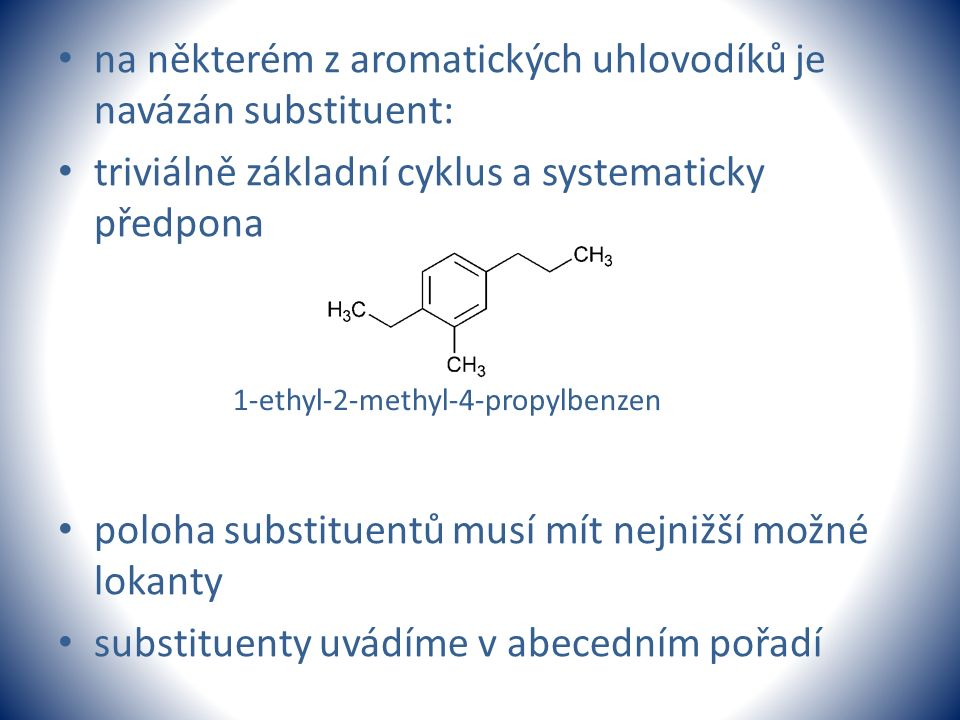 na některém z aromatických uhlovodíků je navázán substituent: