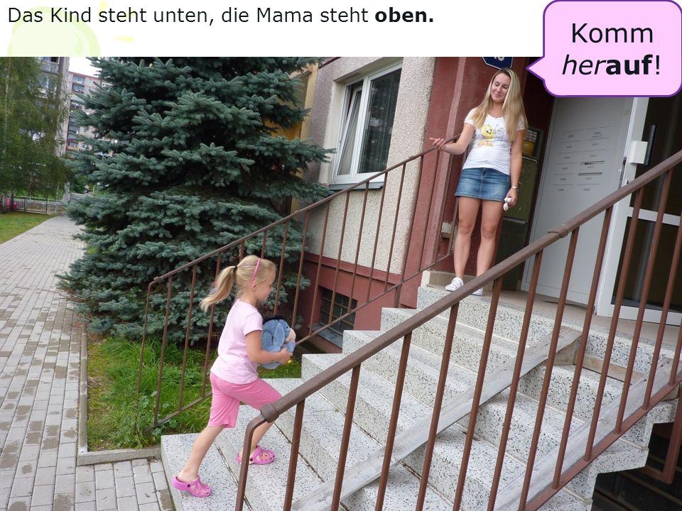 Komm herauf! Das Kind steht unten, die Mama steht oben.