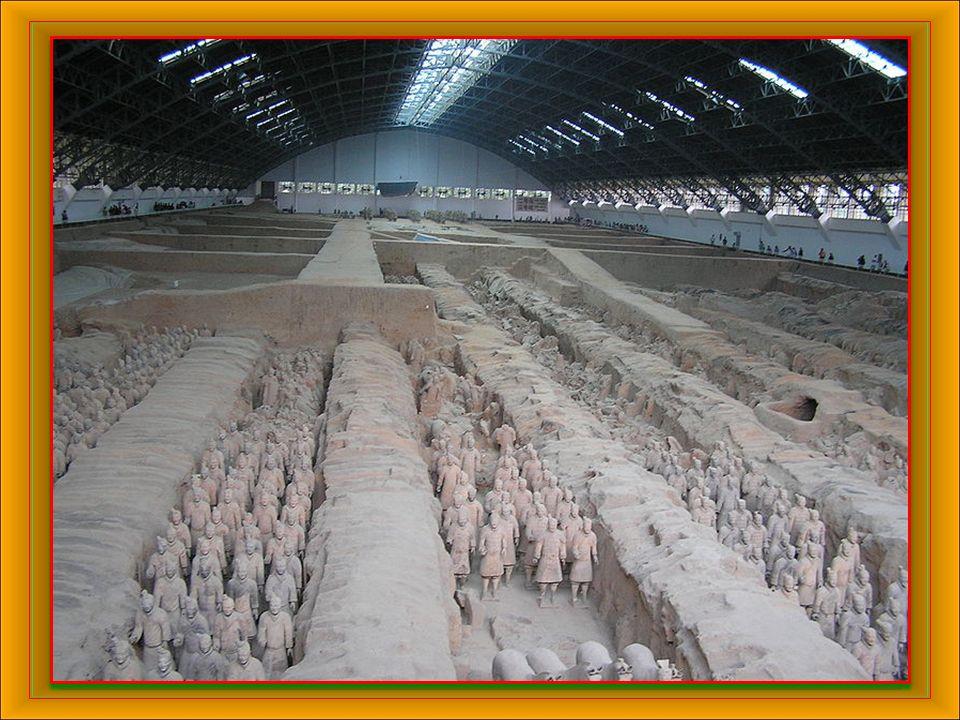 Jako terakotová armáda se označuje vojsko vyrobené z terakoty, které se nachází v čínské provincii Šen-si.