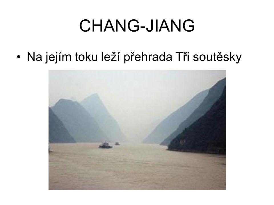 CHANG-JIANG Na jejím toku leží přehrada Tři soutěsky