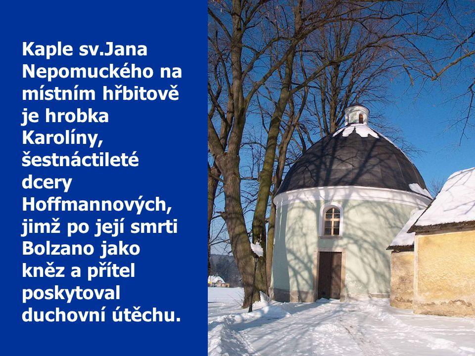 Kaple sv.Jana Nepomuckého na místním hřbitově je hrobka Karolíny,