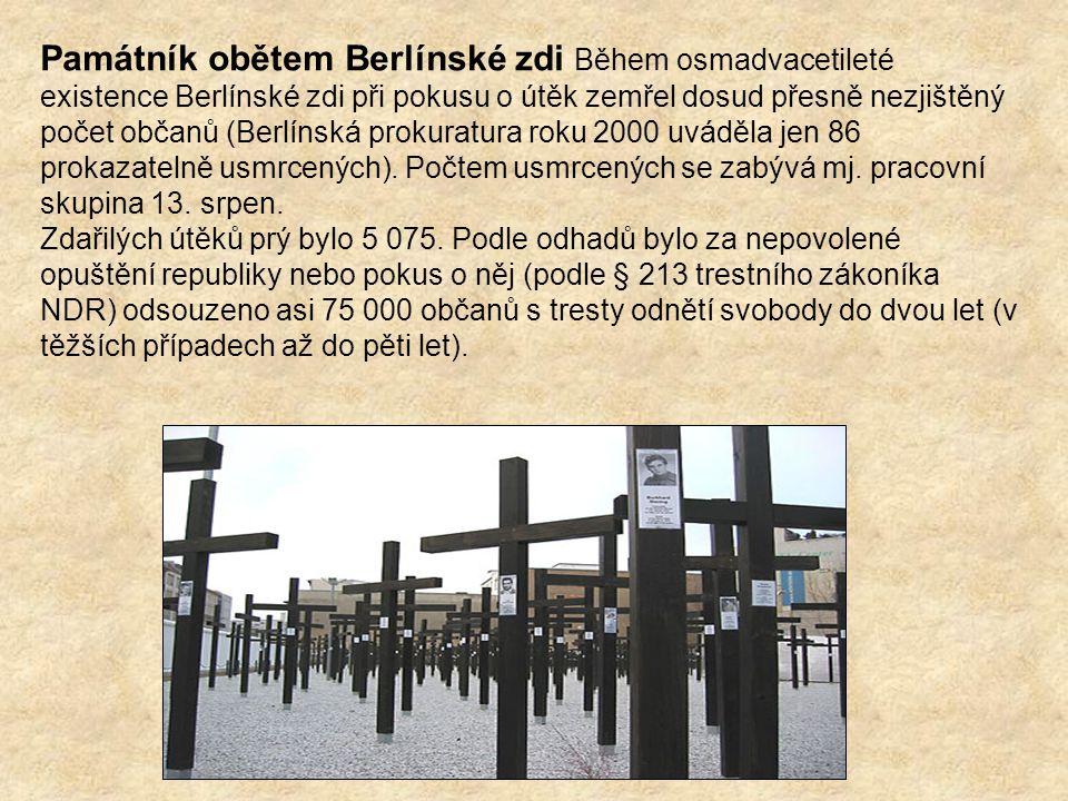 Památník obětem Berlínské zdi Během osmadvacetileté existence Berlínské zdi při pokusu o útěk zemřel dosud přesně nezjištěný počet občanů (Berlínská prokuratura roku 2000 uváděla jen 86 prokazatelně usmrcených). Počtem usmrcených se zabývá mj. pracovní skupina 13. srpen.