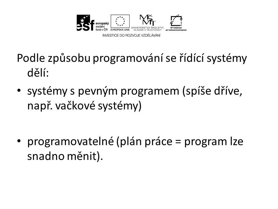 Podle způsobu programování se řídící systémy dělí: