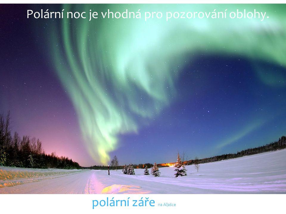 Polární noc je vhodná pro pozorování oblohy.