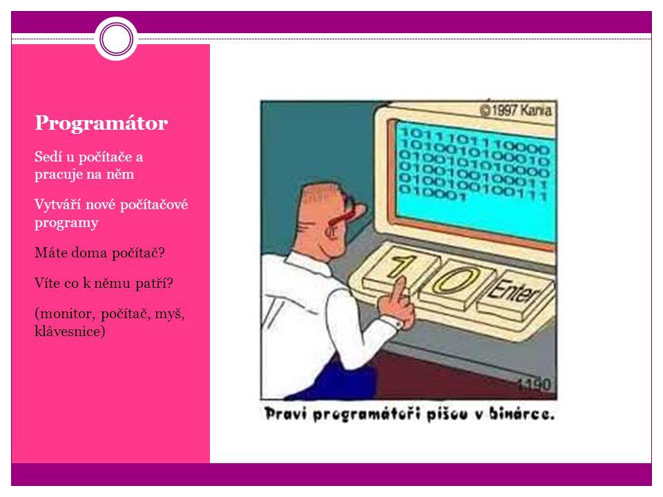 Programátor Sedí u počítače a pracuje na něm
