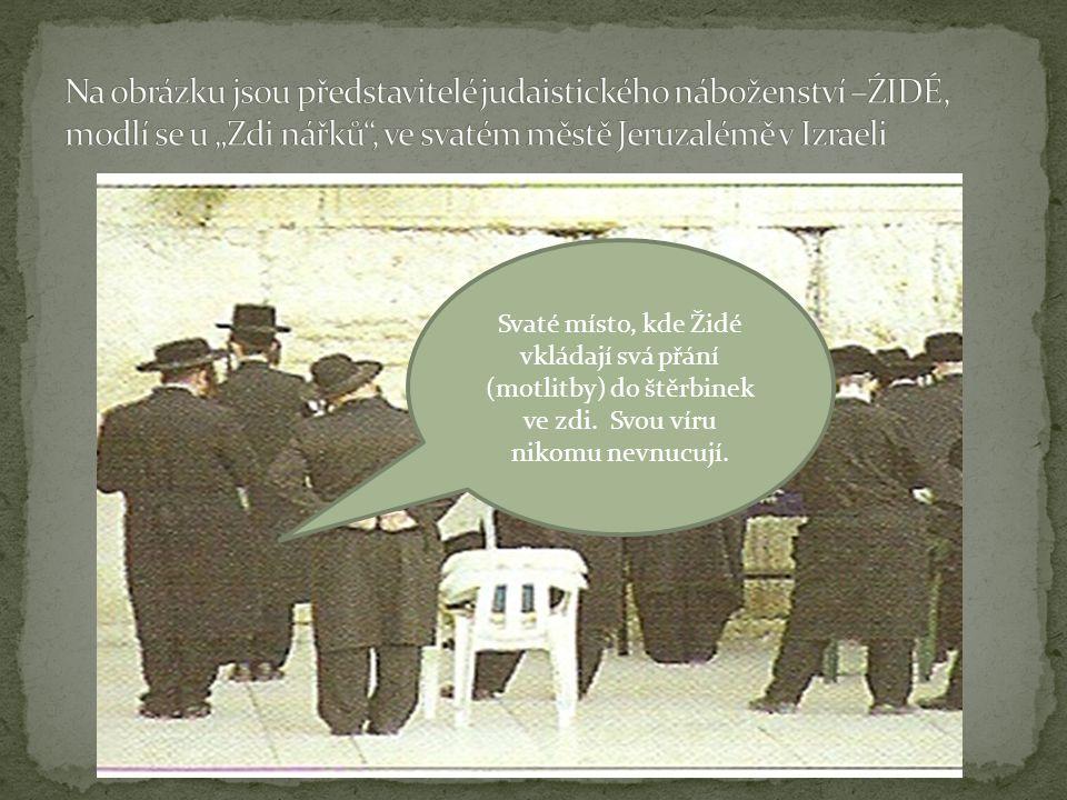 """Na obrázku jsou představitelé judaistického náboženství –ŹIDÉ, modlí se u """"Zdi nářků , ve svatém městě Jeruzalémě v Izraeli"""
