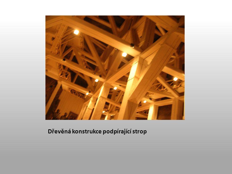 Dřevěná konstrukce podpírající strop