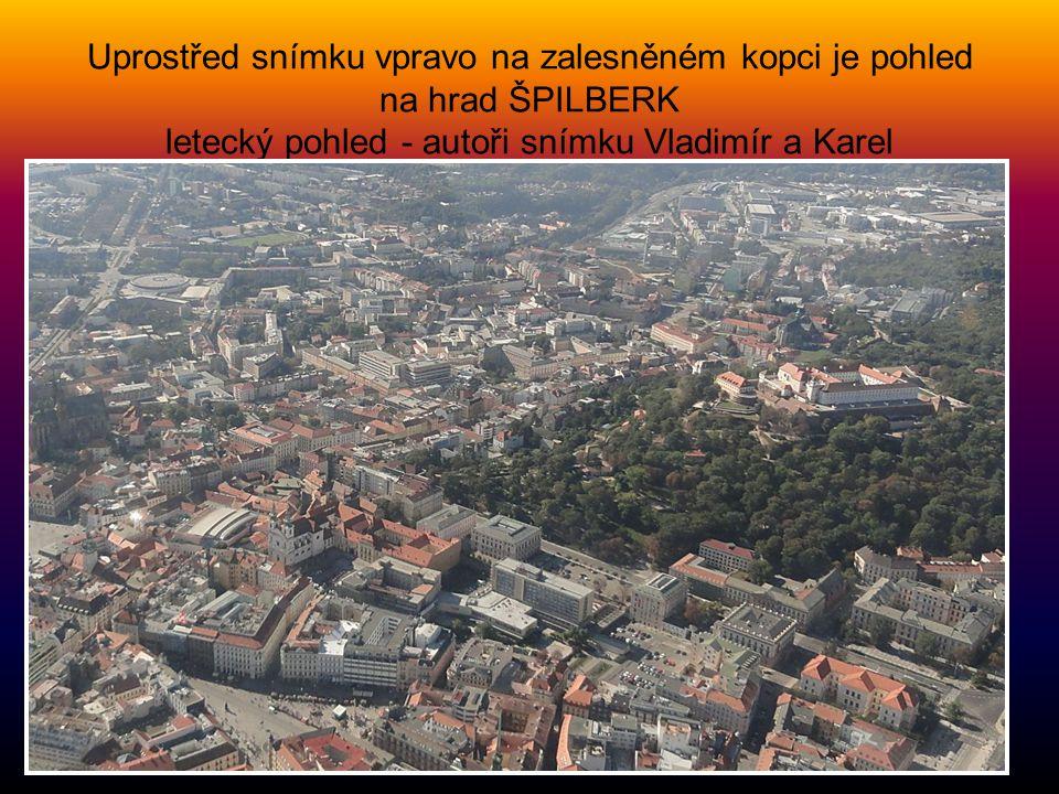 Uprostřed snímku vpravo na zalesněném kopci je pohled na hrad ŠPILBERK letecký pohled - autoři snímku Vladimír a Karel