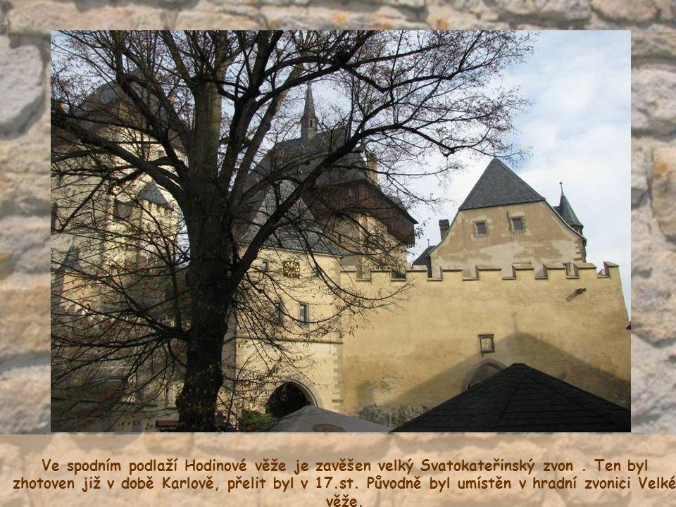 Ve spodním podlaží Hodinové věže je zavěšen velký Svatokateřinský zvon