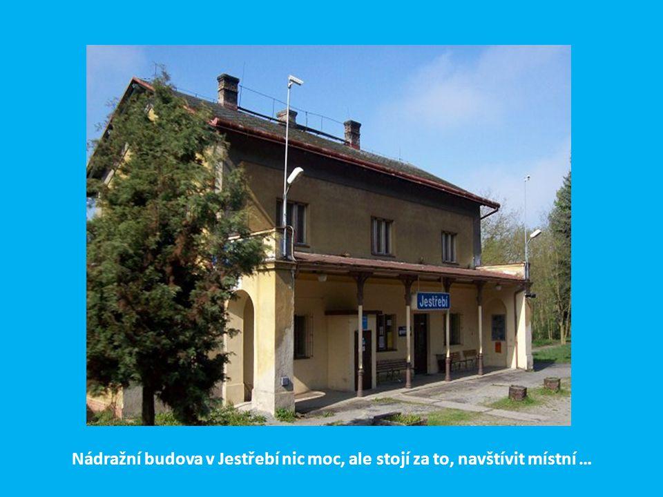 Nádražní budova v Jestřebí nic moc, ale stojí za to, navštívit místní …