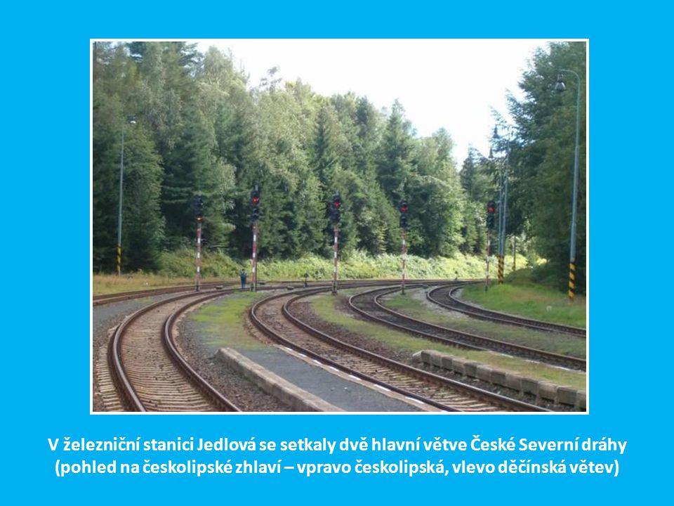 V železniční stanici Jedlová se setkaly dvě hlavní větve České Severní dráhy (pohled na českolipské zhlaví – vpravo českolipská, vlevo děčínská větev)
