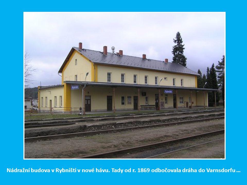 Nádražní budova v Rybništi v nové hávu. Tady od r