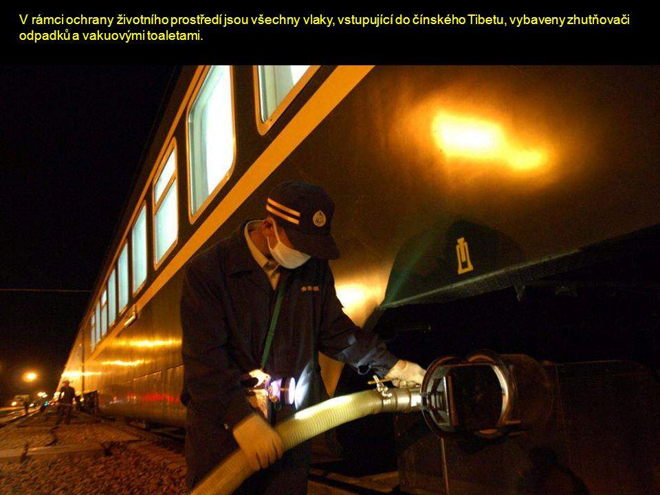 V rámci ochrany životního prostředí jsou všechny vlaky, vstupující do čínského Tibetu, vybaveny zhutňovači odpadků a vakuovými toaletami.