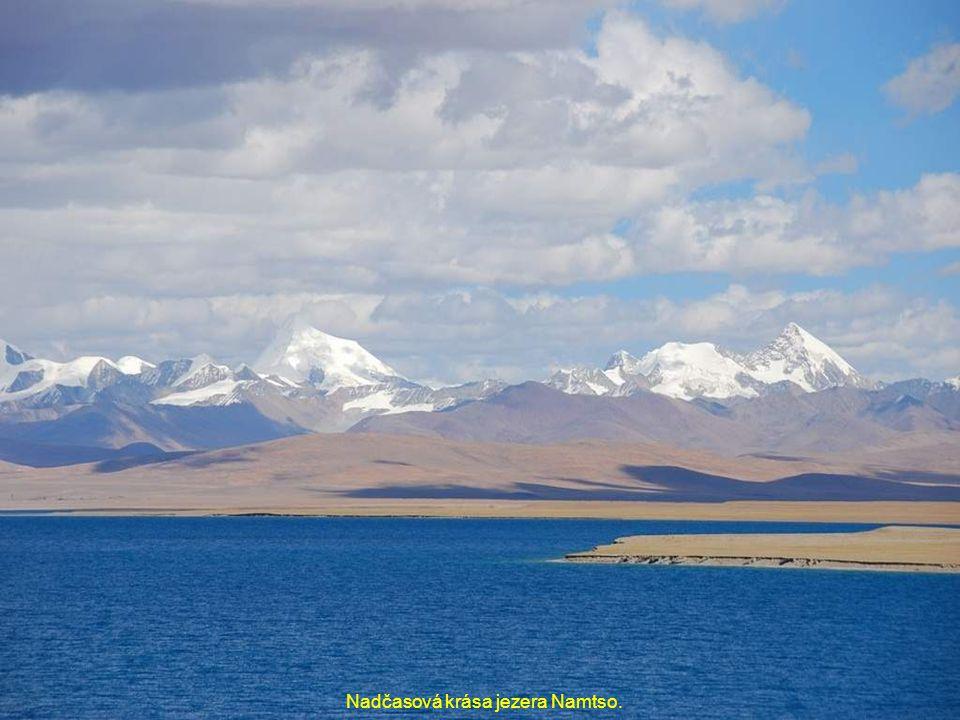 Nadčasová krása jezera Namtso.