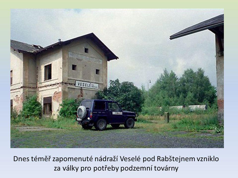 Dnes téměř zapomenuté nádraží Veselé pod Rabštejnem vzniklo za války pro potřeby podzemní továrny