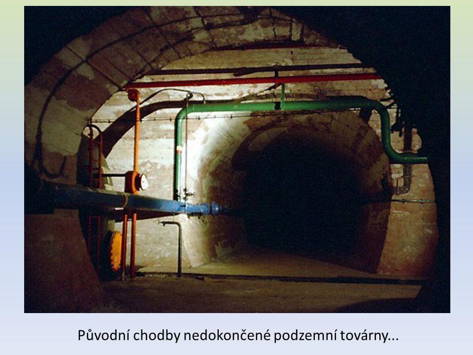 Původní chodby nedokončené podzemní továrny...