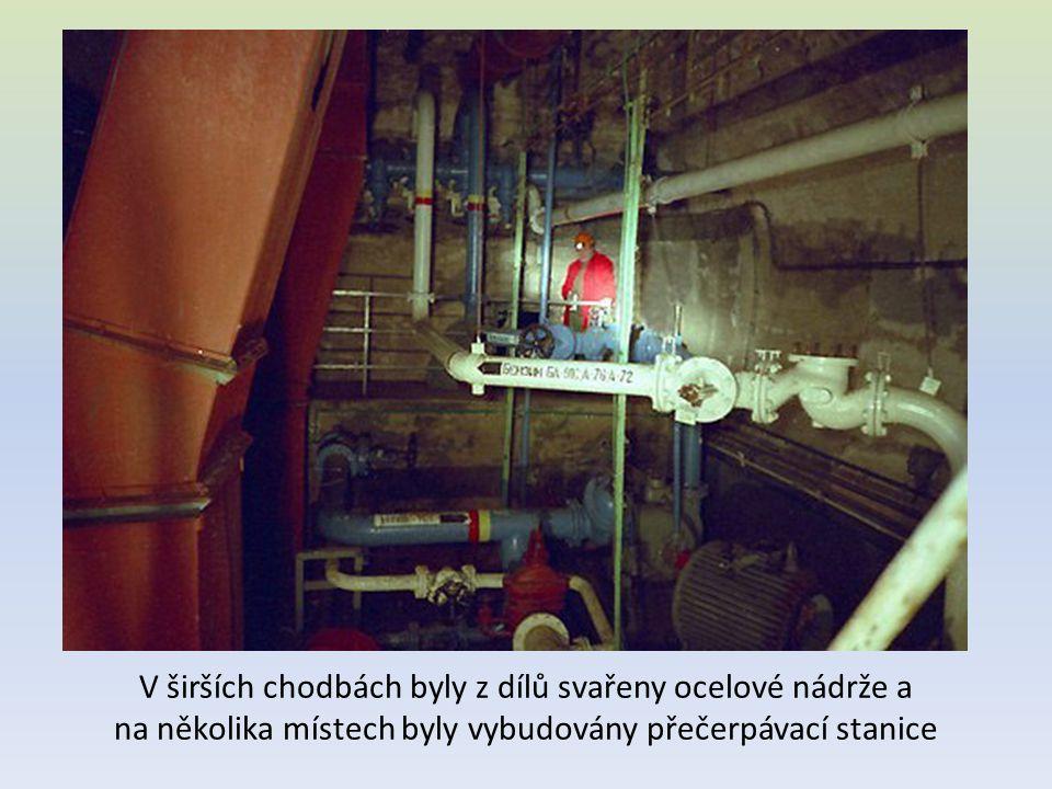 V širších chodbách byly z dílů svařeny ocelové nádrže a