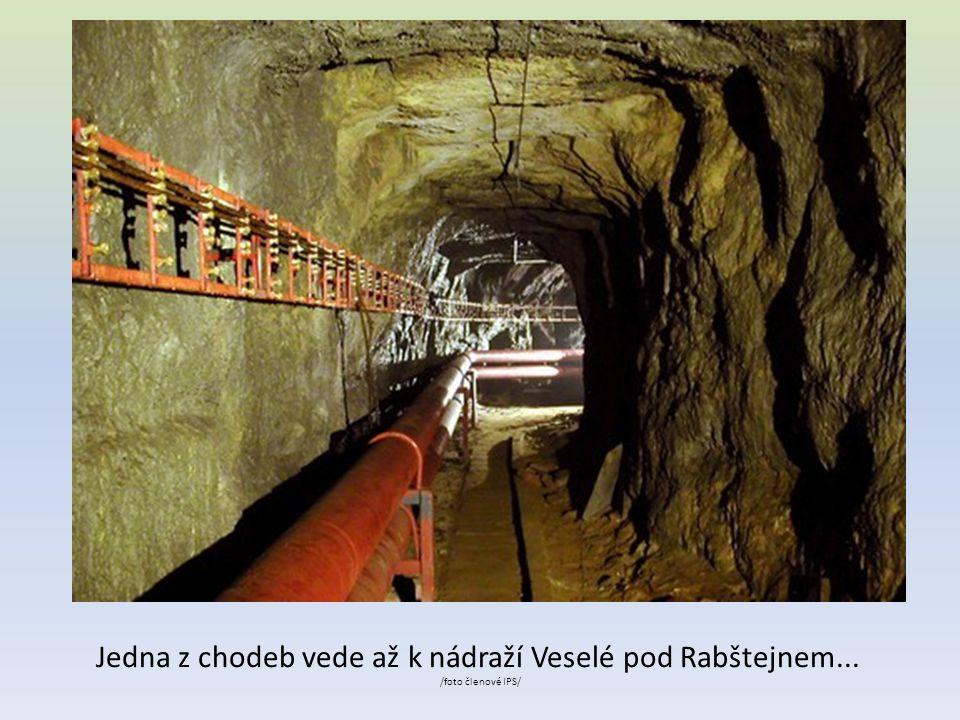 Jedna z chodeb vede až k nádraží Veselé pod Rabštejnem