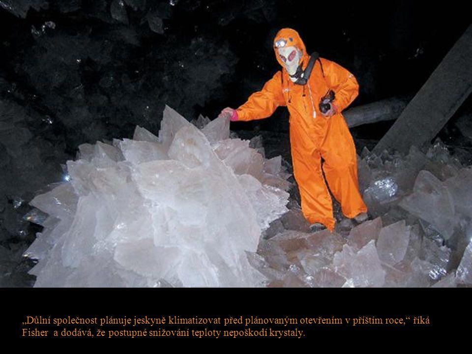 """""""Důlní společnost plánuje jeskyně klimatizovat před plánovaným otevřením v příštím roce, říká Fisher a dodává, že postupné snižování teploty nepoškodí krystaly."""