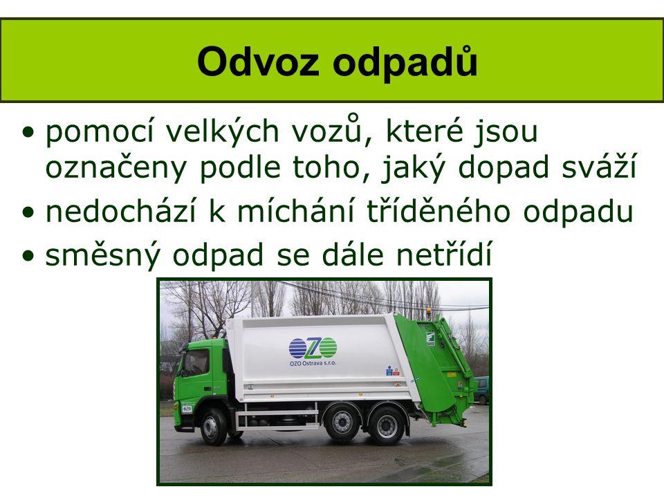 Odvoz odpadů pomocí velkých vozů, které jsou označeny podle toho, jaký dopad sváží. nedochází k míchání tříděného odpadu.