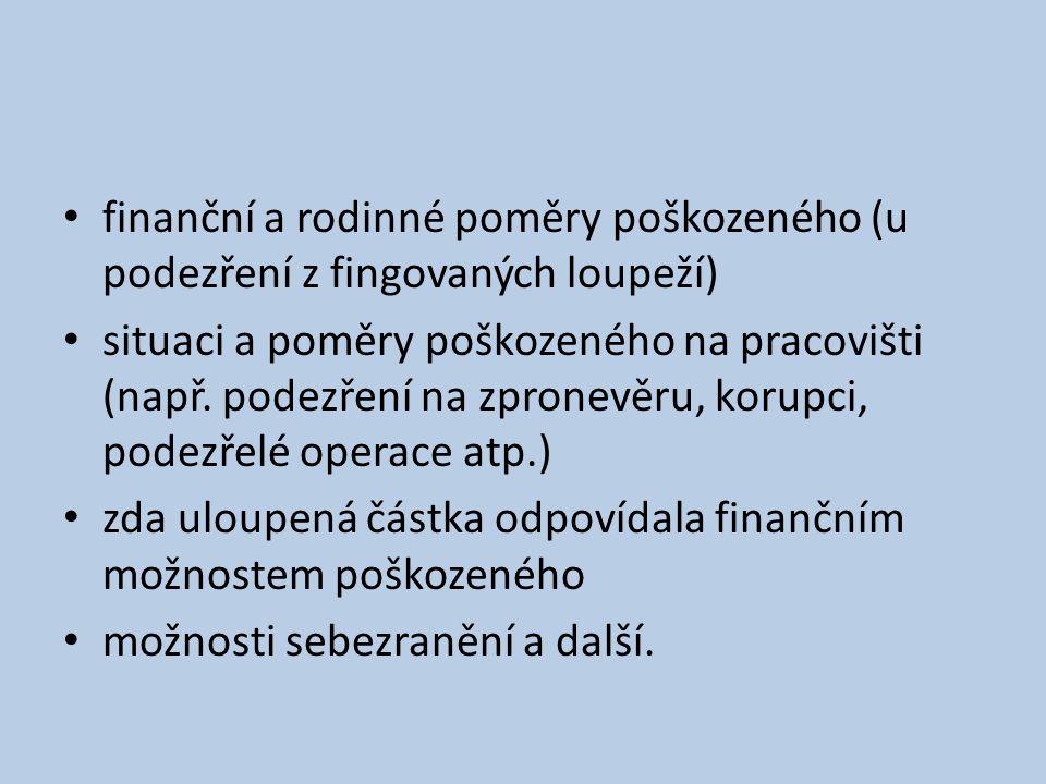 finanční a rodinné poměry poškozeného (u podezření z fingovaných loupeží)