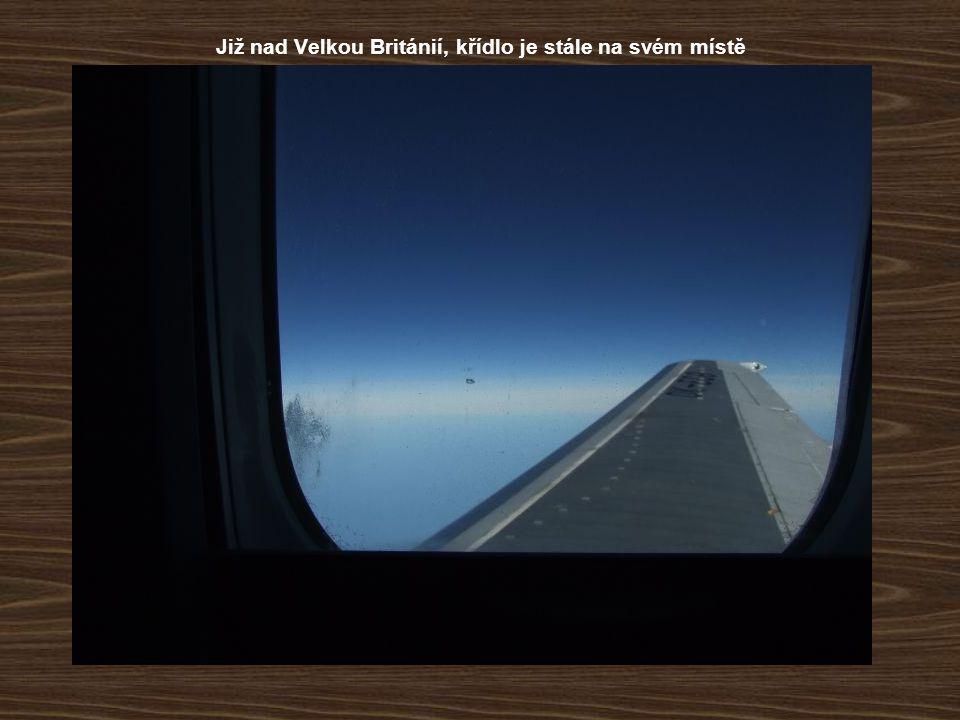 Již nad Velkou Británií, křídlo je stále na svém místě