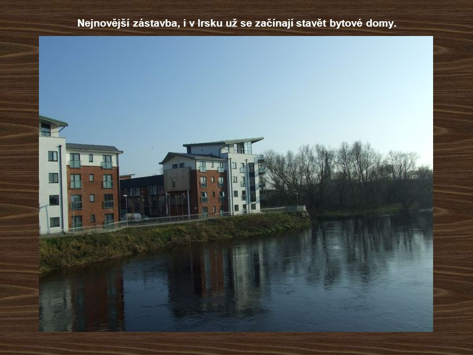 Nejnovější zástavba, i v Irsku už se začínají stavět bytové domy.