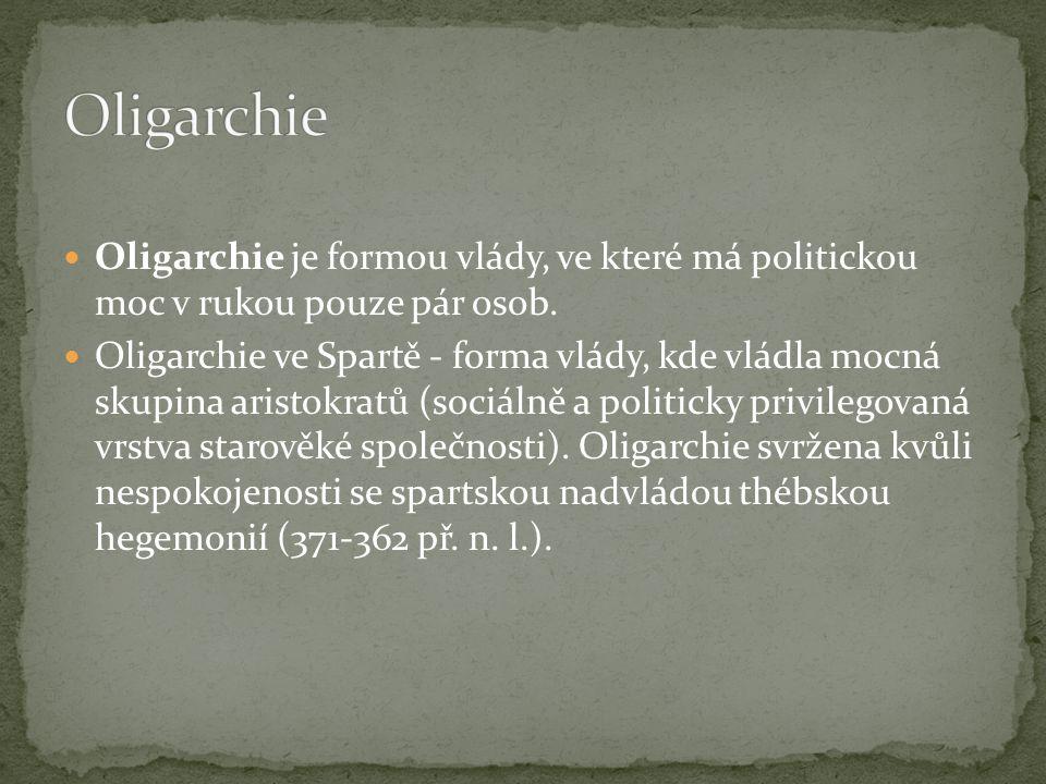 Oligarchie Oligarchie je formou vlády, ve které má politickou moc v rukou pouze pár osob.