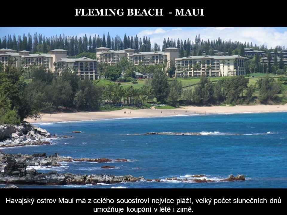 FLEMING BEACH - MAUI Havajský ostrov Maui má z celého souostroví nejvíce pláží, velký počet slunečních dnů umožňuje koupání v létě i zimě.