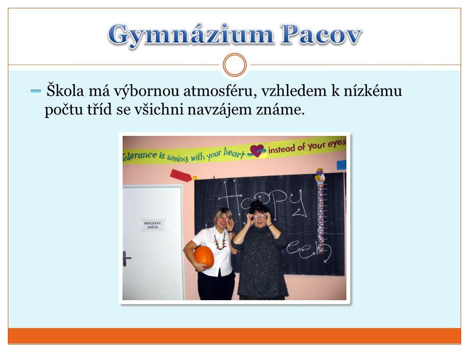 Gymnázium Pacov – Škola má výbornou atmosféru, vzhledem k nízkému počtu tříd se všichni navzájem známe.