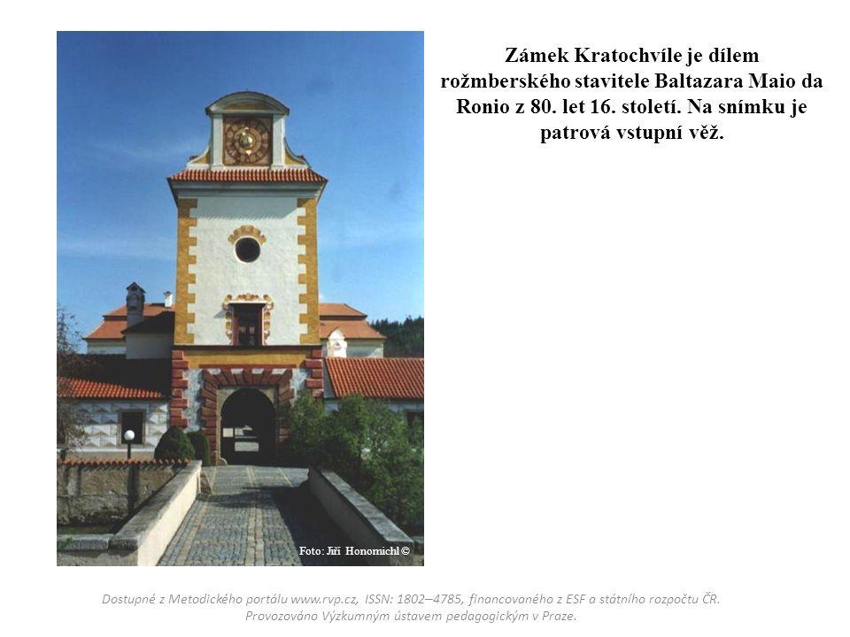 Zámek Kratochvíle je dílem rožmberského stavitele Baltazara Maio da Ronio z 80. let 16. století. Na snímku je patrová vstupní věž.