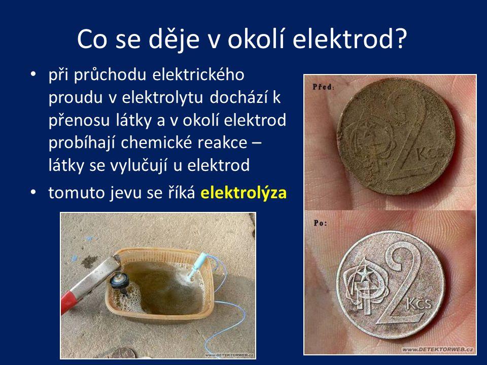 Co se děje v okolí elektrod